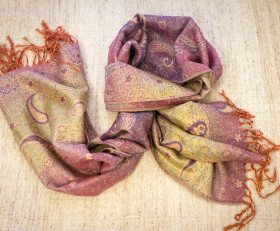 Pink and golden stole with oriental ornaments (China)